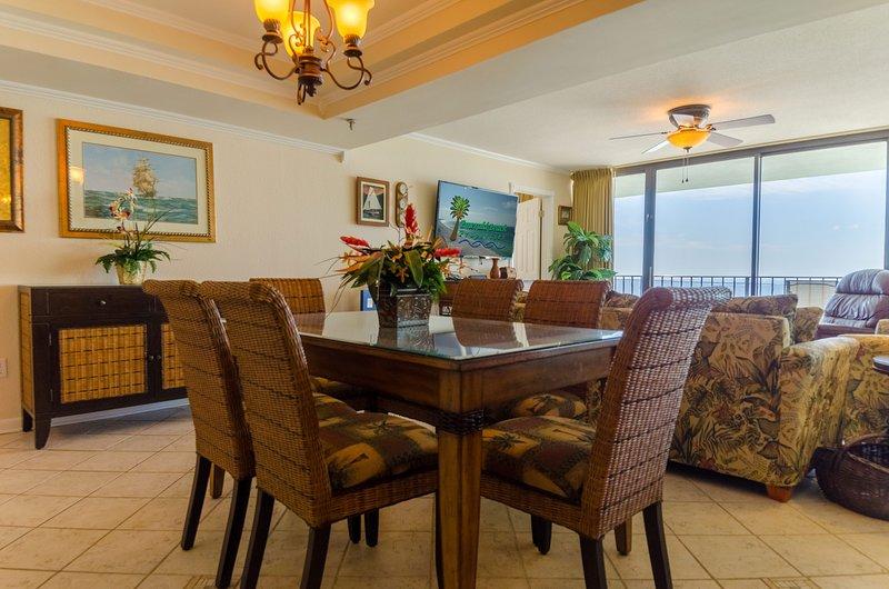 La table à manger est également idéale pour une soirée en famille! Vous serez sûr de faire beaucoup de souvenirs ici qui durera toute une vie!