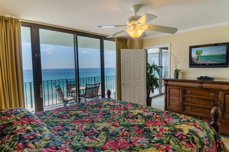 The Captain 's Suite dispose également d'une grande télévision à écran plat et d'une vue grand angle sur la plage!