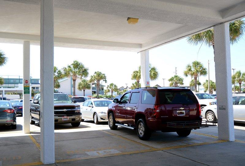Un espace de stationnement couvert réservé et un espace dans le parking principal sont inclus dans votre location.