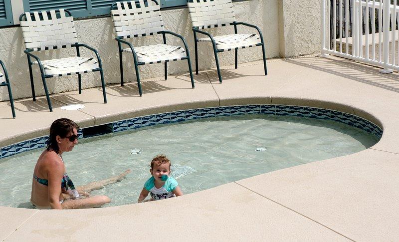 La piscine pour enfants est un endroit idéal pour sortir avec les petits!
