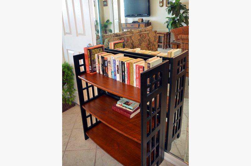 Profitez de notre bibliothèque de livres de plage et n'hésitez pas à prendre ceux que vous n'avez pas fini de lire quand vous partez. En outre, vous pouvez laisser des livres que vous avez fini de partager avec d'autres invités.