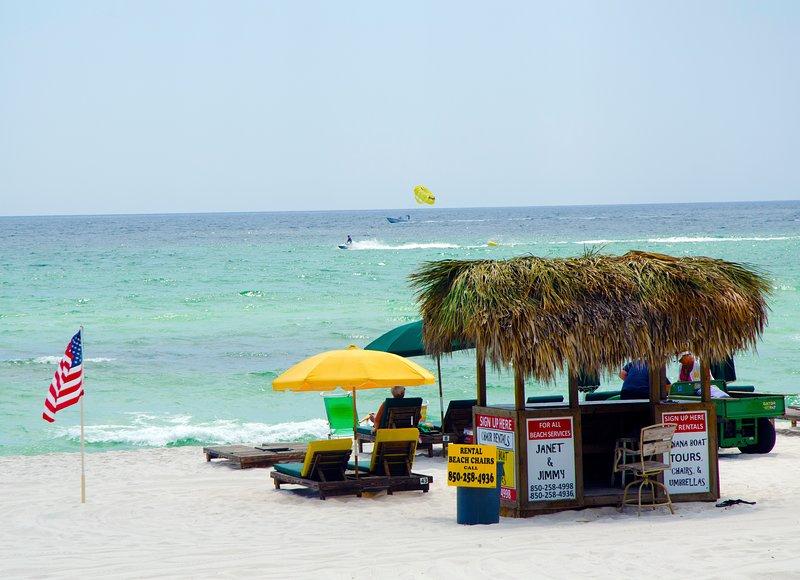 Location de chaises de plage et activités sont disponibles à notre kiosque de service de plage.
