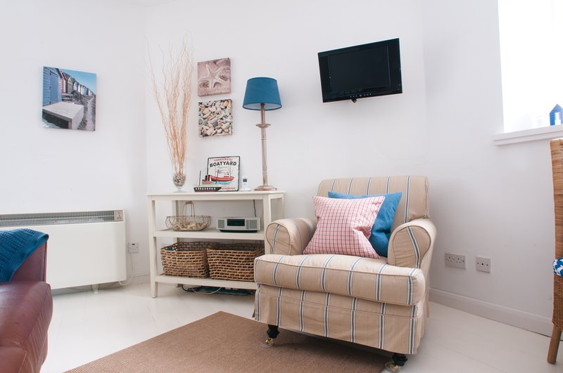 Pebbles, A delightful holiday cottage in Noss Mayo, vacation rental in Noss Mayo