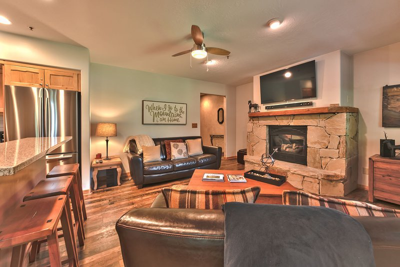 Lower Deer Valley Foxglove Cottage - Great Room with Beautiful Hardwood Floors