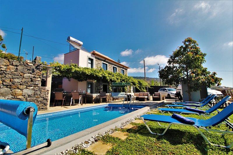 Santa Cruz Villa With Private Pool, casa vacanza a Santo Antonio da Serra