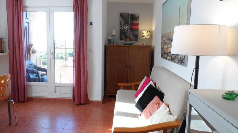 Apartamento ROSA, mucha luz, gran terraza y buenas vistas, en Comillas-Cantabria, holiday rental in Treceno