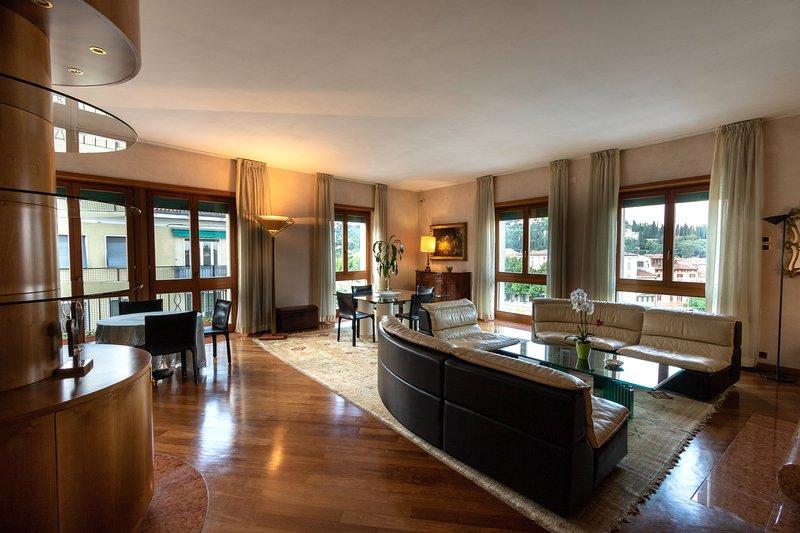 Nizza- Verona Journeys 3bedroom apartment in the city centre, location de vacances à Vérone