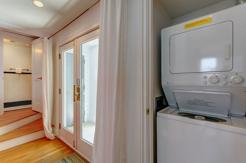 Apilables lavadora / secadora en el armario del pasillo de entrada