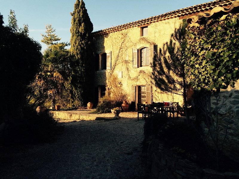 West Provence stone Mas built 1833 IDYLLIC HAVEN near UZES, casa vacanza a Cavillargues