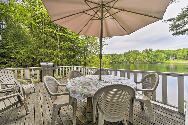 Enjoy numerous outdoor amenities, like a floating dock, furnished porch, & grill!