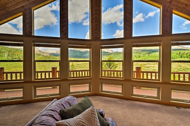 Enjoy the beauty of the Mosquito Mountains from this Alma vacation rental house.