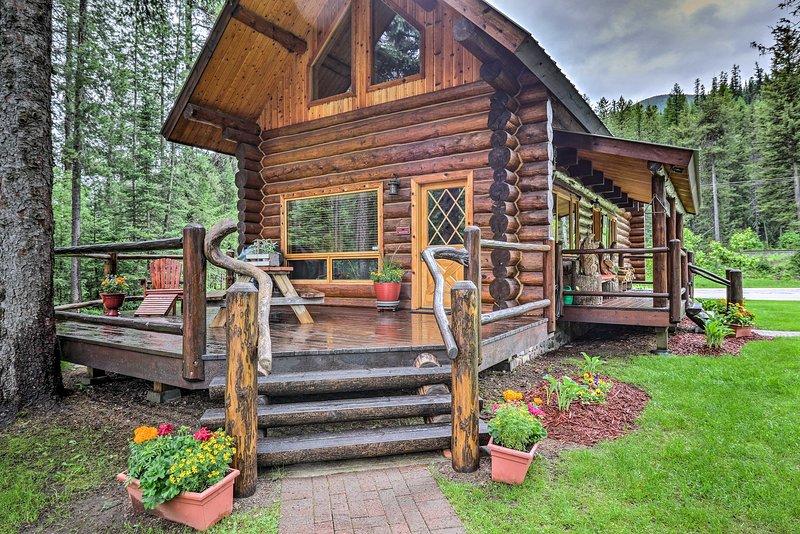 Glacier Park 2BR Log Cabin, 'Best in the West!', alquiler de vacaciones en Essex