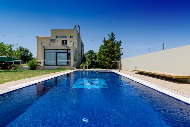 Idyllic villa with pool in the countryside!, location de vacances à Tylissos