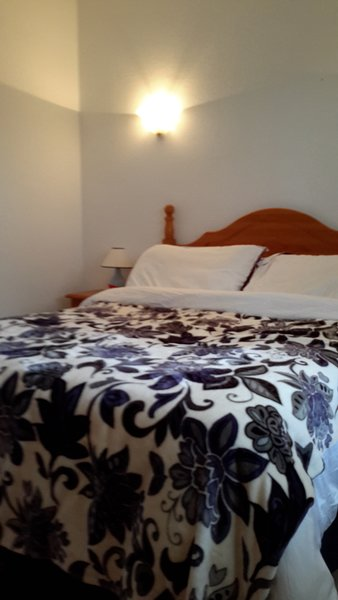 Large bedroom all new linen