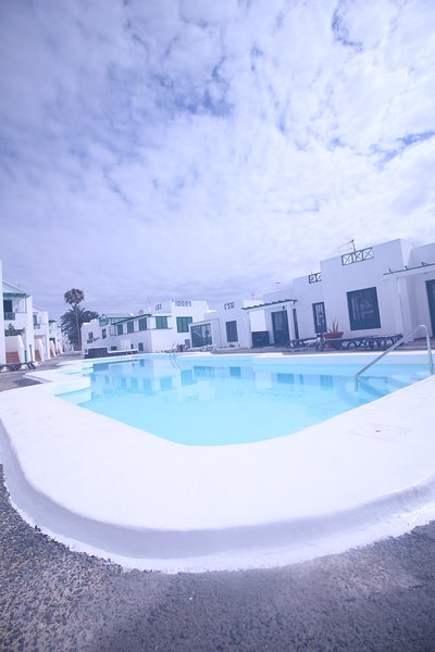 P.del CARMEN . POOL FRONT ALL THE YEAR. TV SAT. WIFI FREE. DISCOUNTS, vacation rental in Puerto Del Carmen