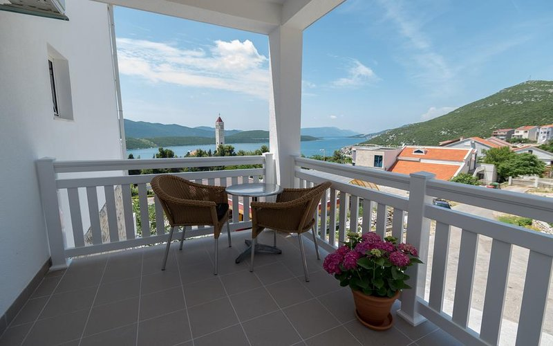 Villa Doris w/ Balcony and Sea View, holiday rental in Otric-Seoci