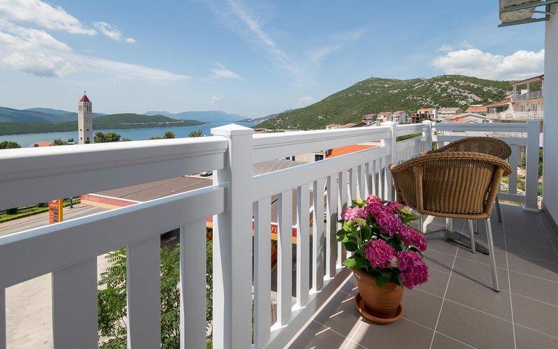 Villa Doris Studio Apartment w/ Sea View, vacation rental in West Herzegovina Canton
