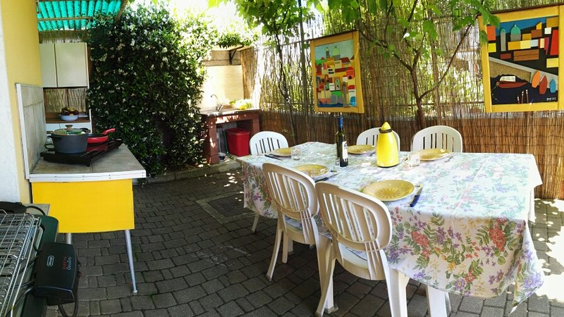 outdoor dining space with fully equipped kitchen