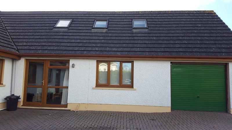 Dunroaming cottage, holiday rental in Llanddowror