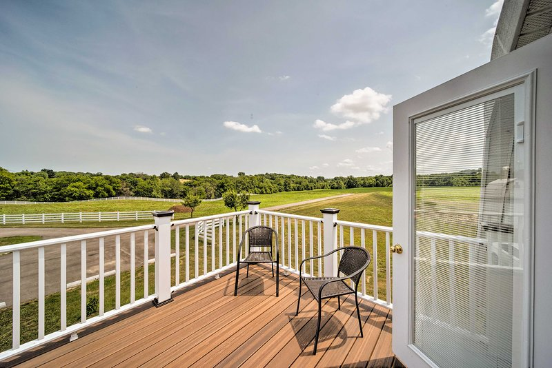 Updated Berger Cottage w/ Pool, on a Private Farm!, holiday rental in New Haven