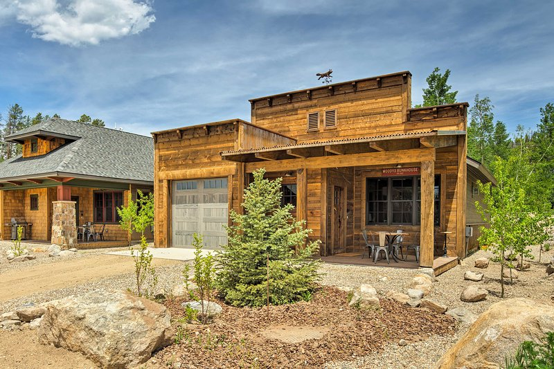 Newly built, this cabin offers 1,000 square feet of high-end living space.