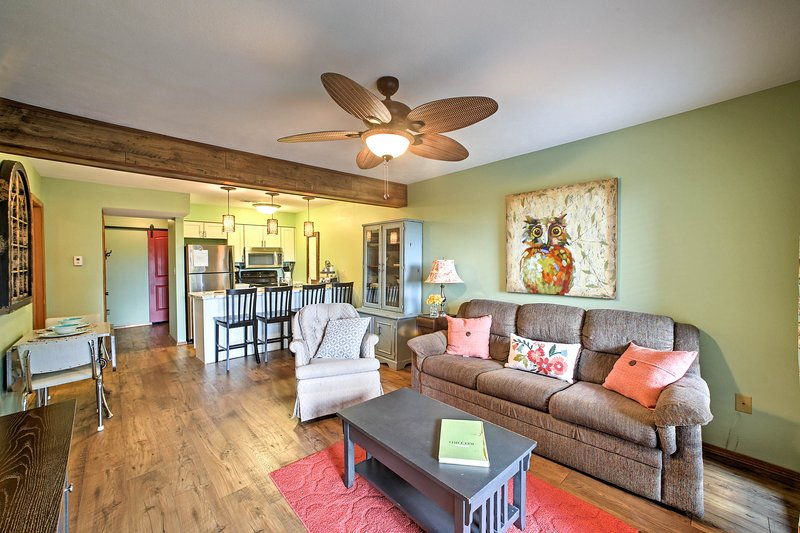 Branson West Condo w/Pool + Fishing Lake Access!, holiday rental in Galena