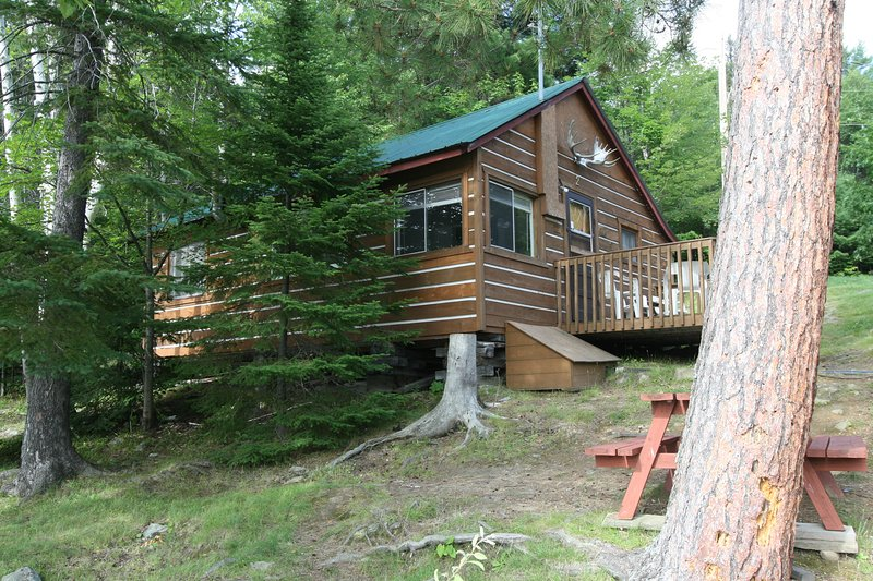 Cottage #2-FAIRBANK LAKE RESORT -  Just 30' from Fairbank Lake - in Sudbury ON., location de vacances à Chelmsford