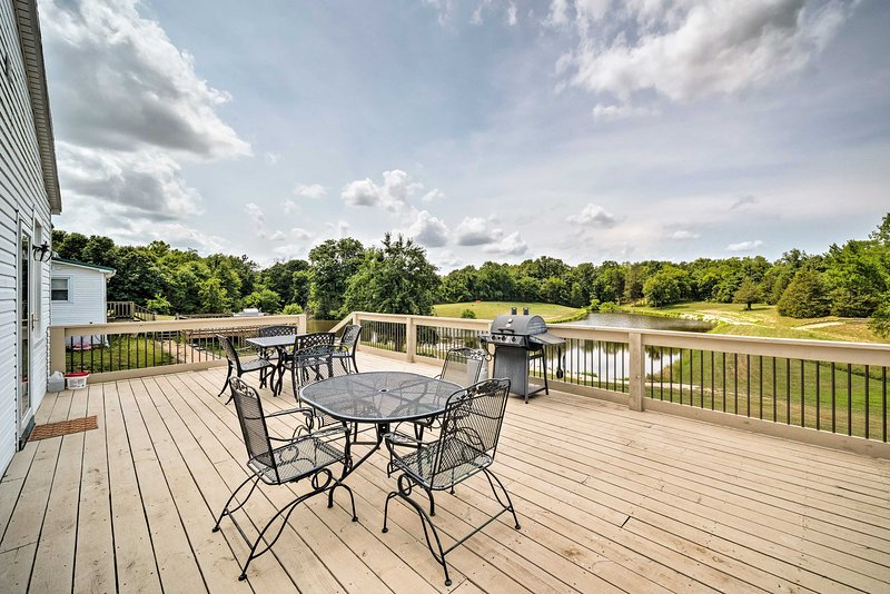 'Sunrise Suite' on Farm w/ Pool, 9 Mi. to Hermann!, holiday rental in New Haven