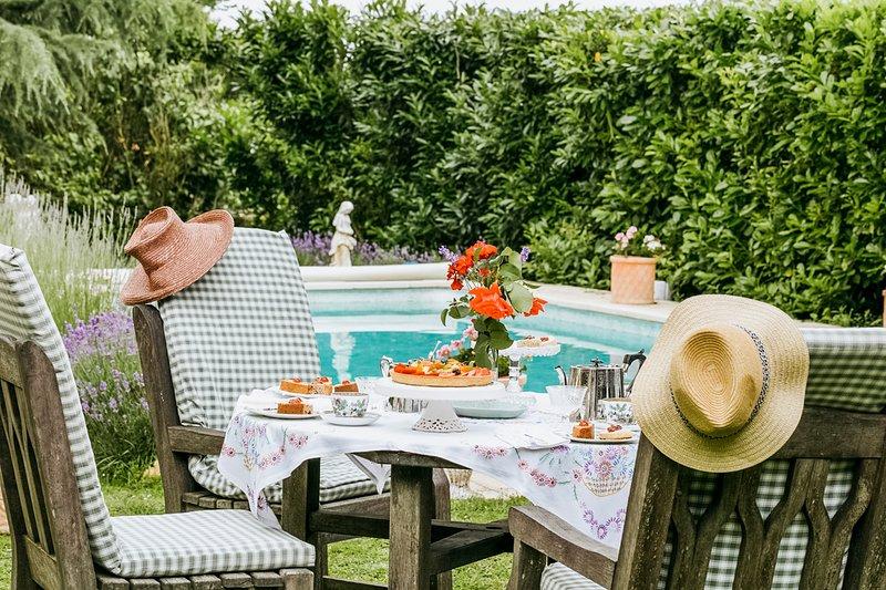 Villeneuve Villa Sleeps 22 with Pool - 5049782, vacation rental in Saint-Jean-de-Sauves