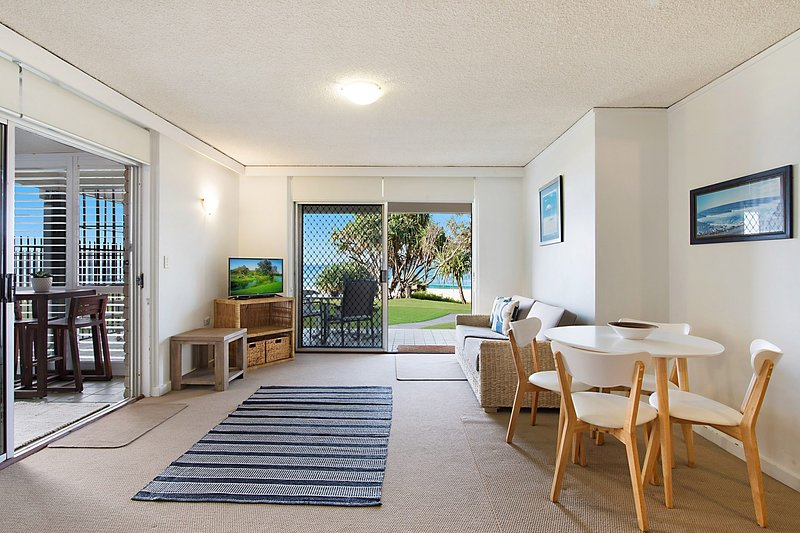 Diamond Place 1 - Absolute Beachfront, vacation rental in Burleigh Waters