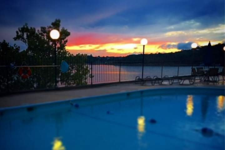Table Rock Lake Front-2 Masters with King Beds-Great for Couples Trip!-Steps to, holiday rental in Kimberling City