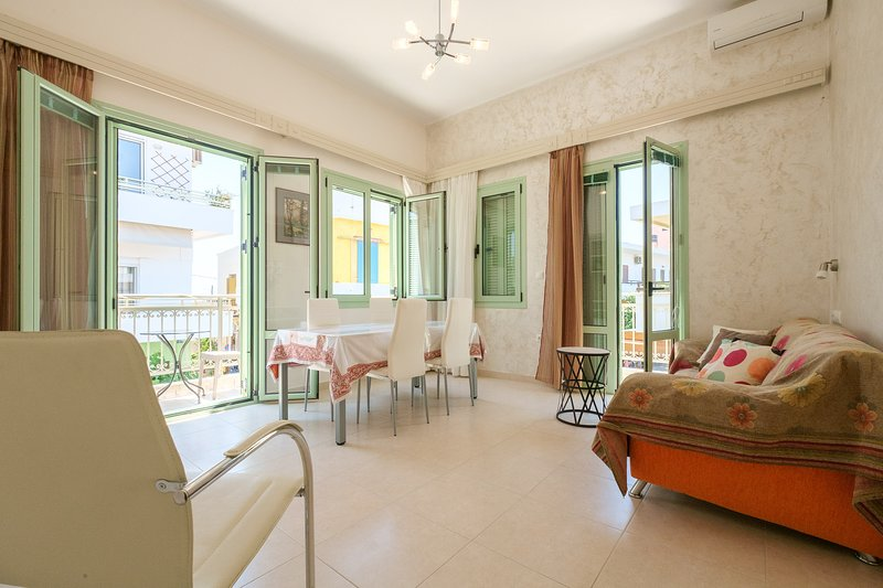 Cozy & new flat at the Heart of Paleochora village, vacation rental in Palaiochora