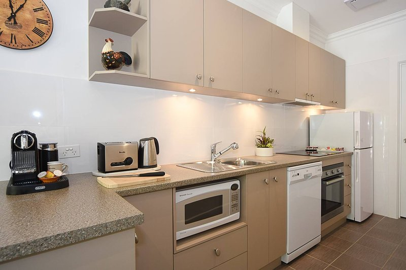 Fully equipped kitchen, dishwasher, microwave, coffee machine etc