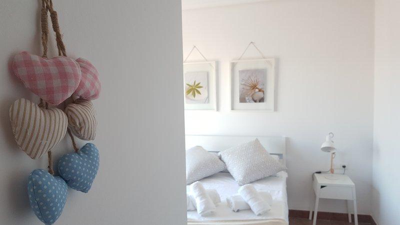 Atico con gran terraza PISCINA,SAUNA, WIFI gratis, holiday rental in Vicar