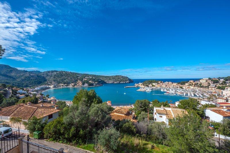 Villa mit Traumblick auf den malerischen Hafen, Sonnenuntergang und das Meer, holiday rental in Sa Calobra