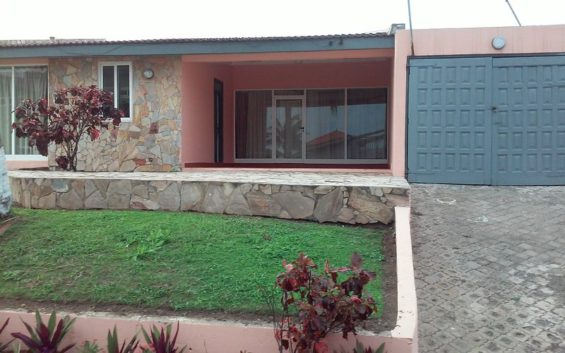 OCEAN FRONT FURNISHED APARTMENTS, alquiler vacacional en Teshie
