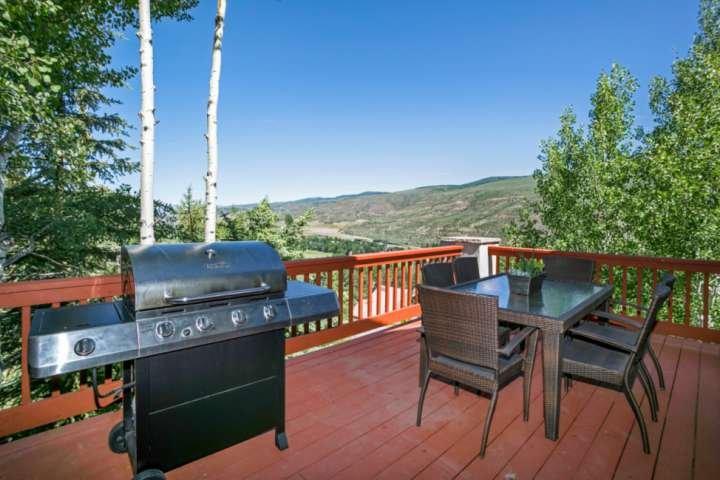 Godetevi i pasti all'aperto e una splendida vista sul grande ponte livello principale.