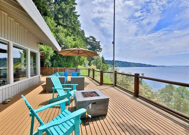 263-Waterfront w/private beach stairs/hot tub/game room&deck w/ magical views, holiday rental in Greenbank
