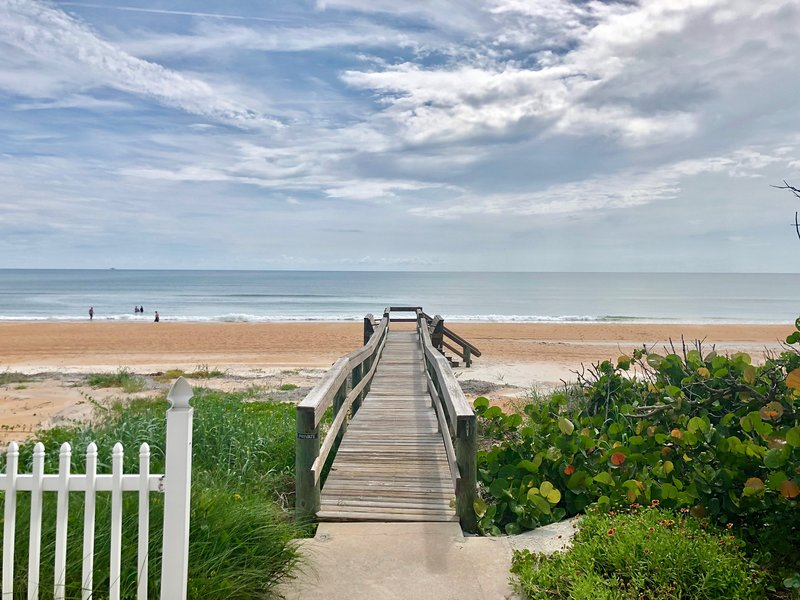 Mako Beach Cottage - Cozy, colorful ocean retreat, Ferienwohnung in Ormond Beach