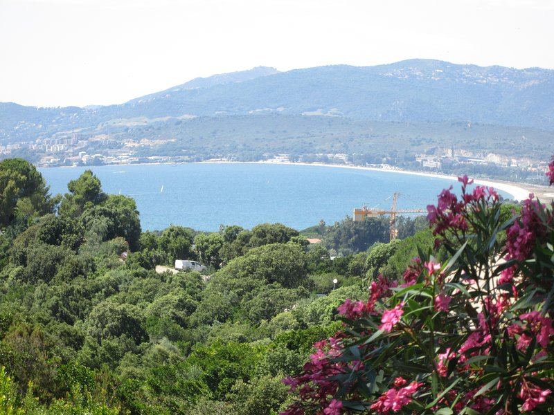 View of the terrace, magnificent sea view, the large terrace of 25 m2 with tanning and BBQ