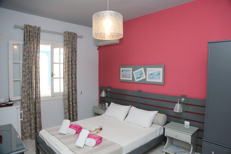 Kini Bay Double room with Veranda & Sea View No4, location de vacances à Ano Siros