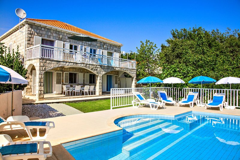 Villa Peric ****- discover Dubrovnik from another perspective!, vacation rental in Dubrovnik