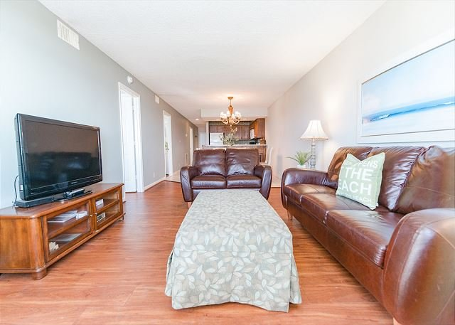 Spacious Oceanfront Condo (B2) with 4 Bedrooms/3 Baths with Pool-Pets Welcome, vacation rental in North Myrtle Beach