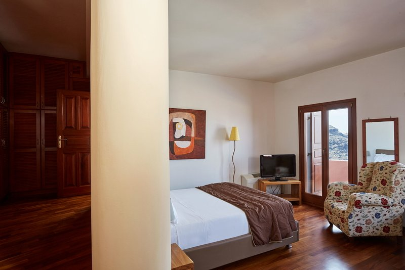 Ultra Luxury villa with 5 bedrooms and prive pool, location de vacances à Imerovigli