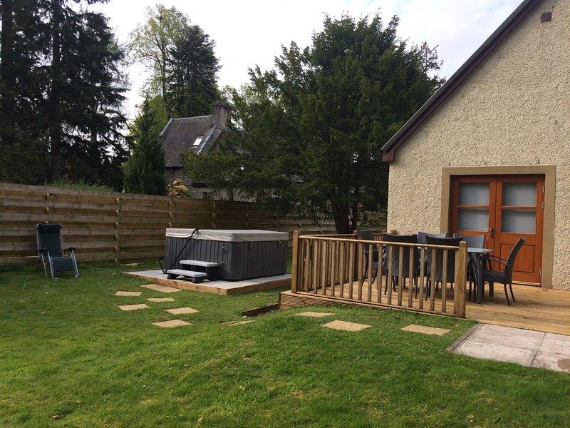 Bonnie Banks Cottage - Sleeps 6, holiday rental in Balloch