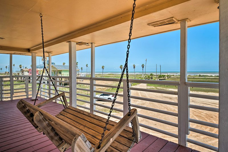 Get ready to soak up the sun at this Freeport vacation rental home!