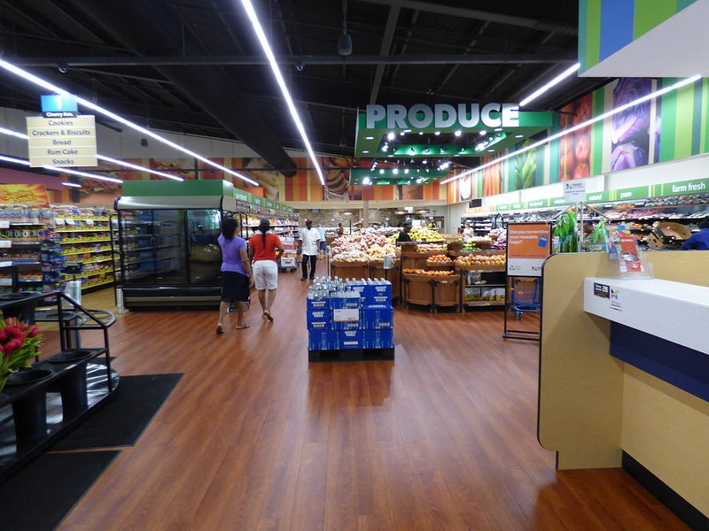 Massy Supermarché (Sunset Crest) .Bien garni, à quelques minutes à pied de idéalement situé Palm Crest Apts