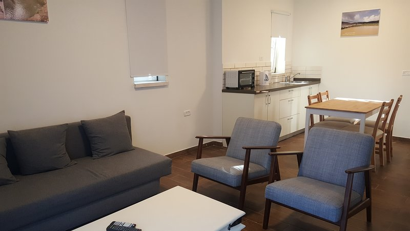 engel's family apartment, vacation rental in Mi'ilya