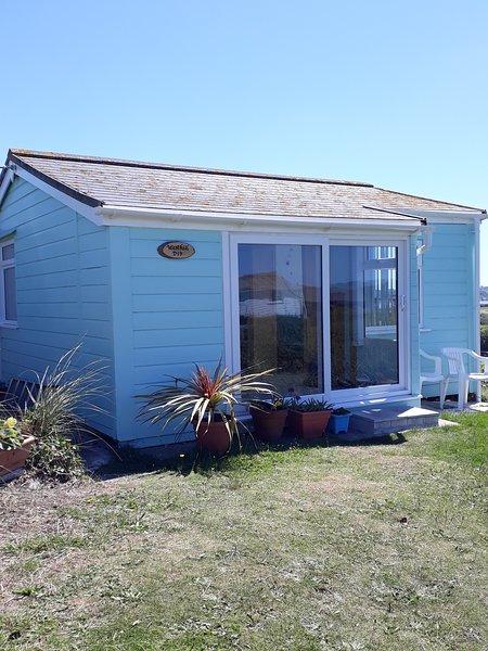 Westhill - 2 Bedroom self-catering chalet 5 minutes walk to Hayle beach, alquiler vacacional en Hayle