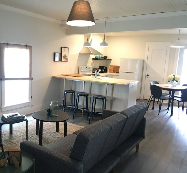 Modern Scandinavian Style Apartment with a View, holiday rental in East Port L'Hebert